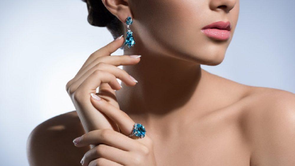 Cine isi cumpara bijuterii de la amanet?