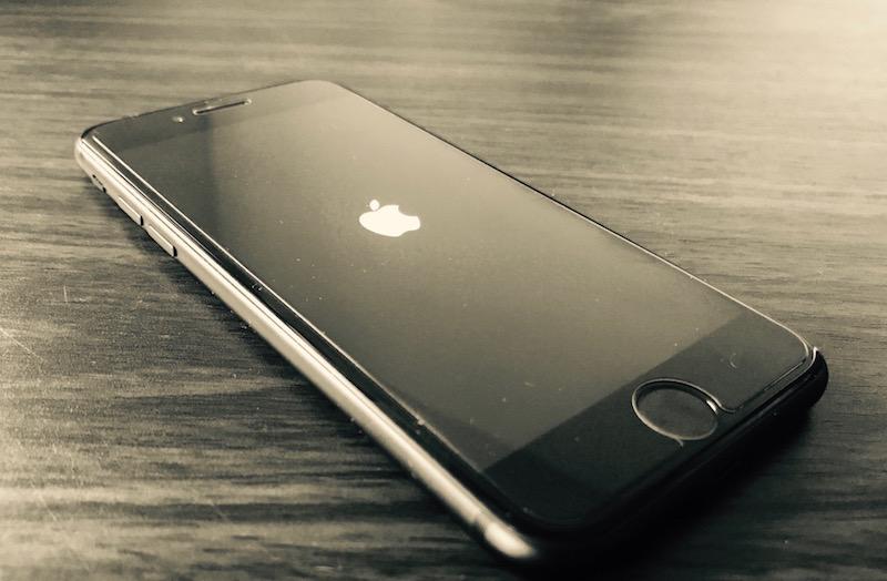 De ce ecranul iPhone 6s are probleme de afisare si ramane negru?